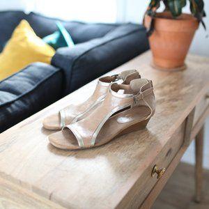 Aerosoles heelrest tan gold wedge sandals shoes